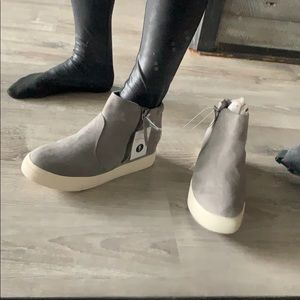 Grey super cute wedged gym shoes